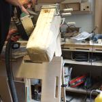 Pferdekopf mit Elektrohobel bearbeitet