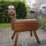 fertiges Holzpferd