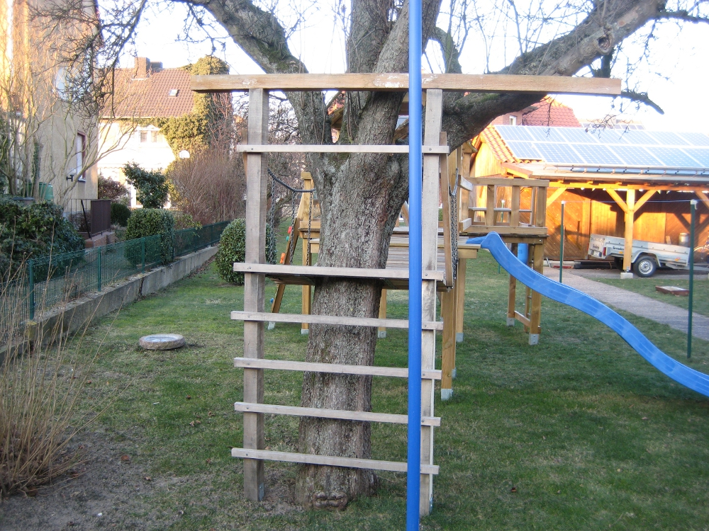 Klettergerüst Baum : Bauanleitung für ein klettergerüst mit wackelbrücke